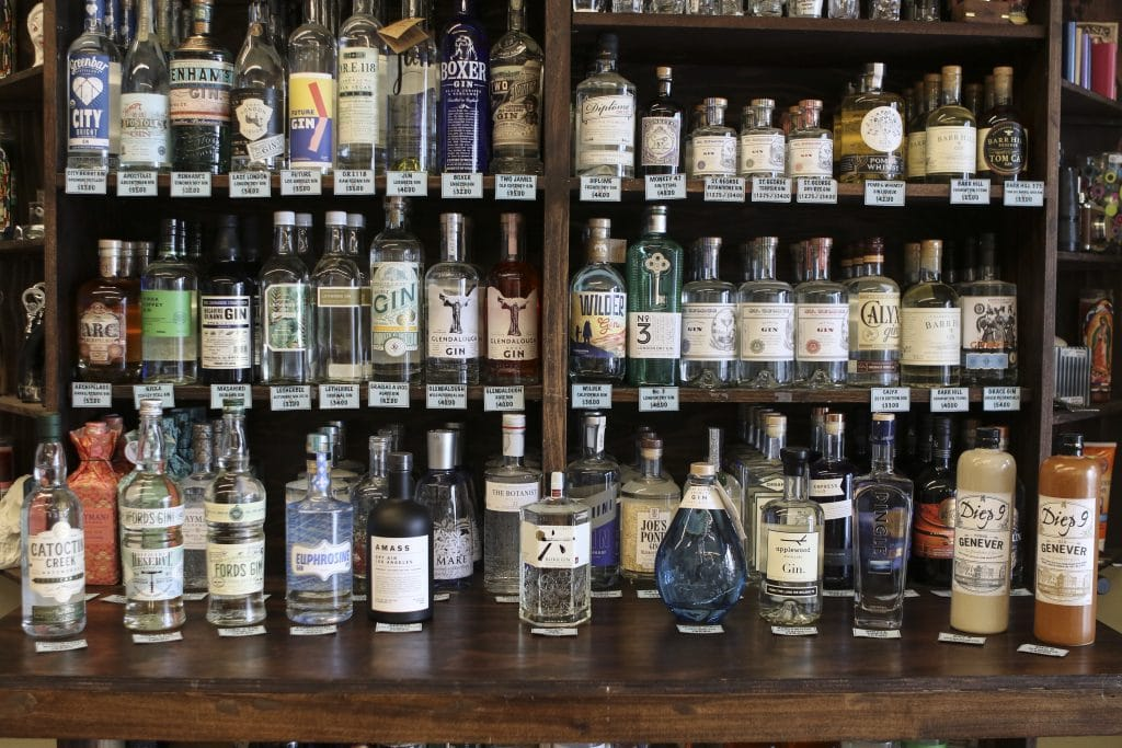 cocktail shops bar keeper gin