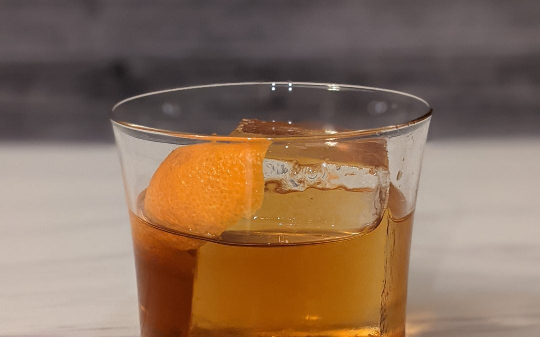 Manhattan vs Old Fashioned: How to Make Them and Riffs You'll Love