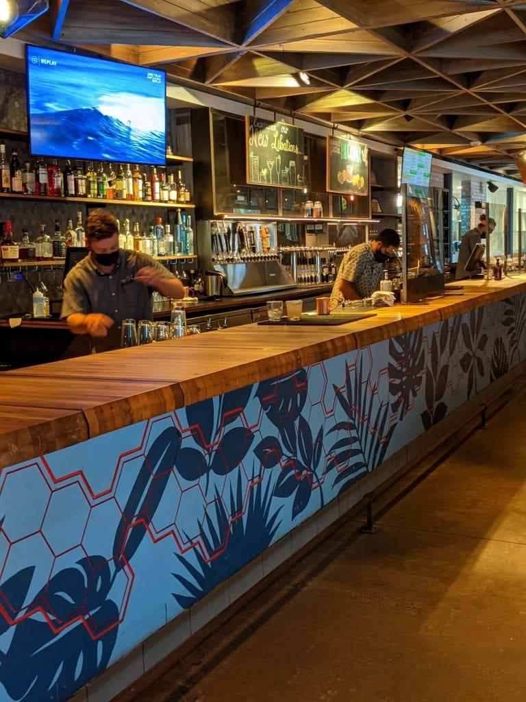 bars in oahu moku kitchen's bar