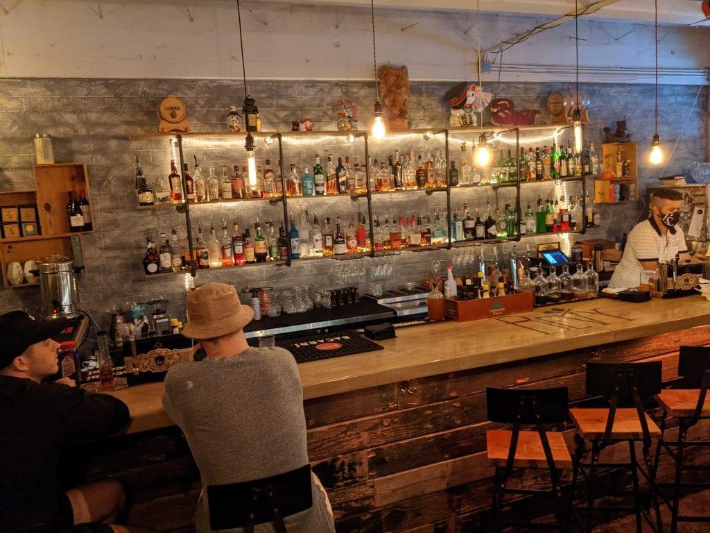 bars in oahu at bevy