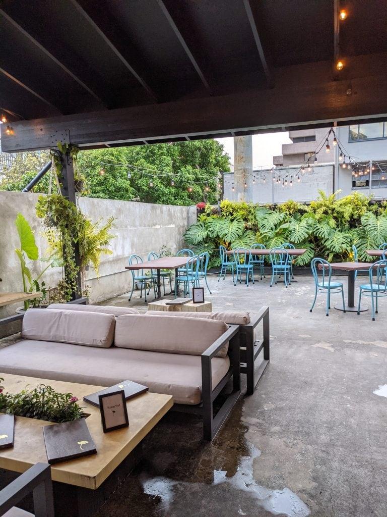 bars in oahu patio at tchin tchin