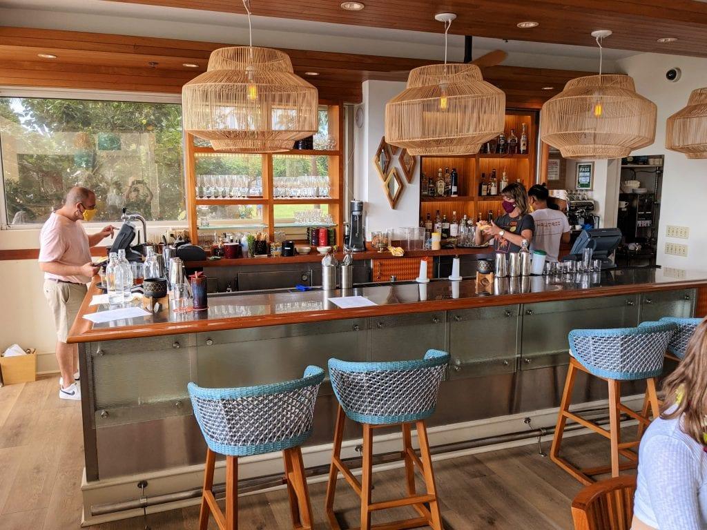 bars in oahu beachfront hotel bar hau tree