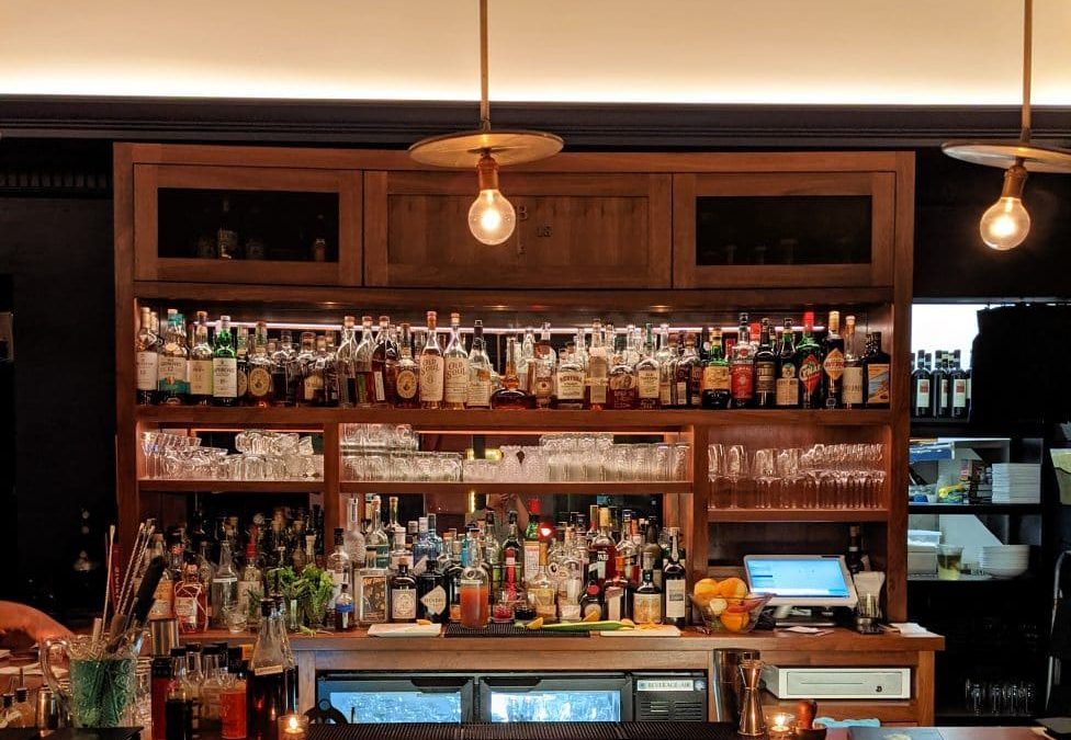 17 of the Best Restaurants and Bars to Grab Drinks in Charleston